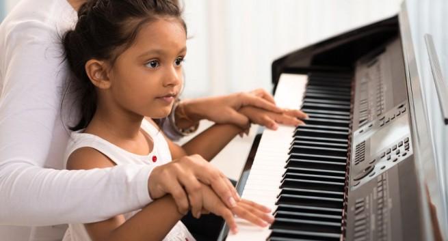 Pianoles of keyboardles bij de Veense Popschool Roelofarendsveen