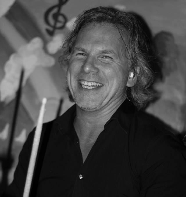 Roalt Breet drumdocent bij de Veense Popschool Roelofarendsveen